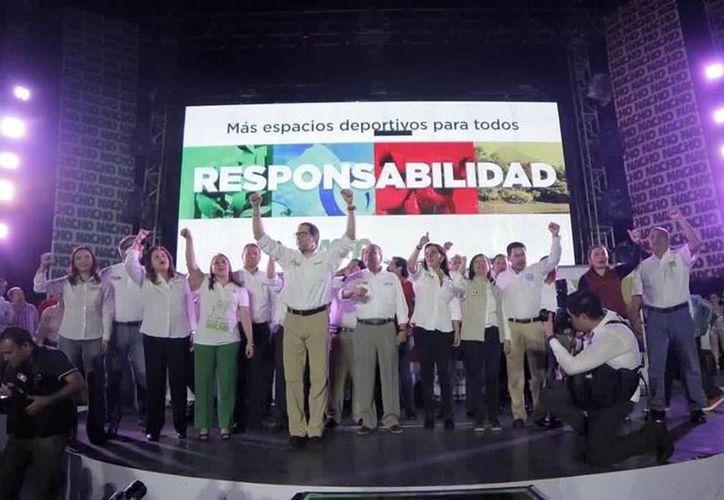 Según el conteo rápido del INE, José Ignacio Peralta Sánchez, candidato de la Coalición PRI PVEM PT y Nueva Alianza, habría  obtenido un porcentaje de entre 42.72 por ciento a 43.94, por lo que es el virtual ganador de la gubernatura de Colima. (Facebook: Luis Abraham Campos)