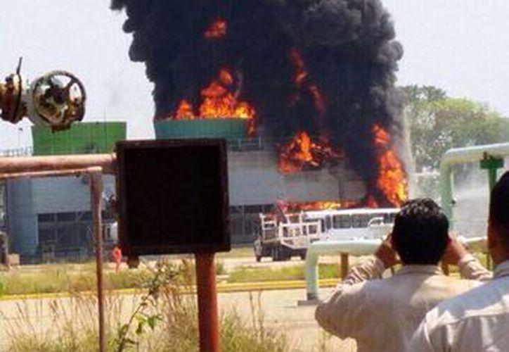 Listo, controlado y apagado el incendio de las torres de enfriamiento de la criógenica en ciudad pemex #Macuspana (@Pedrogabrielhgo)