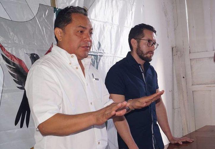 El presidente municipal de Motul, Vicente Eúan Andueza, habló sobre cómo dará solución al pago atrasado de aguinaldos a policías. (Fotos: Luis Fuente/SIPSE)