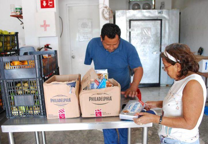 En Cancún aproximadamente dos mil familias se benefician con el banco de alimentos. (Tomás Álvarez/SIPSE)