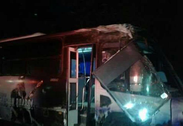 En el autobús viajaban 40 personas; 14 resultaron lesionadas. (Foto: Redacción)