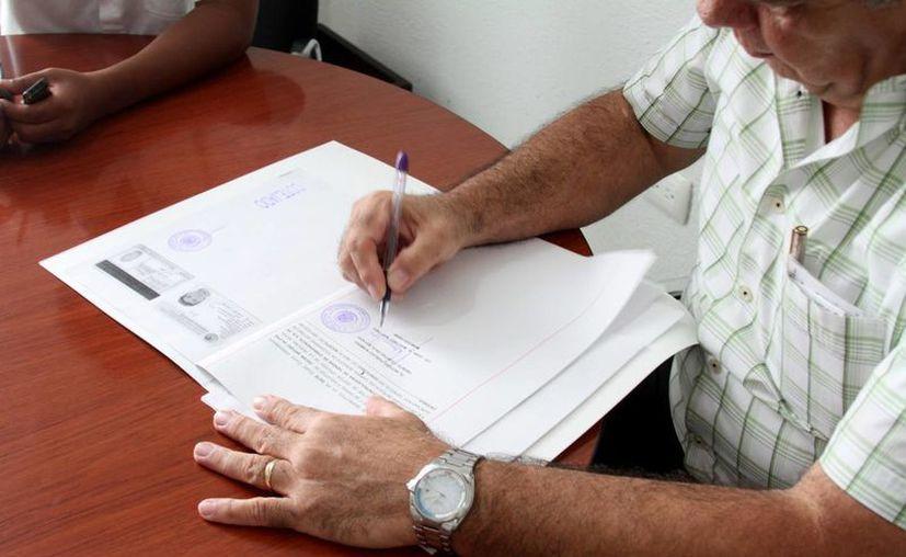 El notario público se encarga de que el proceso del testamento cumpla los requisitos establecidos. (O. Martínez/ M. Mauricio)