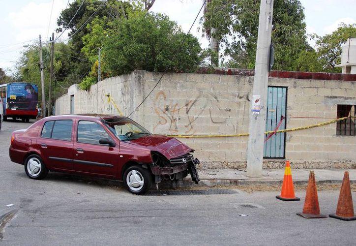 El lunes 18 de abril un joven salió disparado de un autobús de pasajeros que fue chocado por un auto compacto en la colonia Chichén Itzá. Este jueves el guiador de dicho auto fue consignado. (Pallota/SIPSE)
