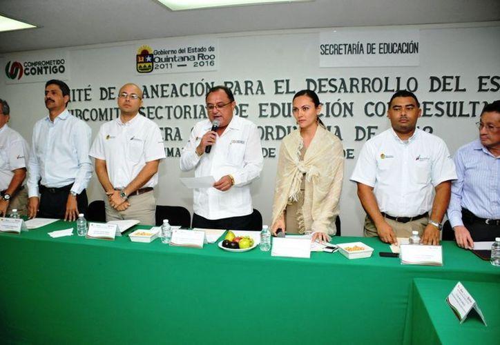 En la reunión estuvieron presentes coordinadores generales y directores de áreas de la Secretaría de Educación. (Redacción/SIPSE)