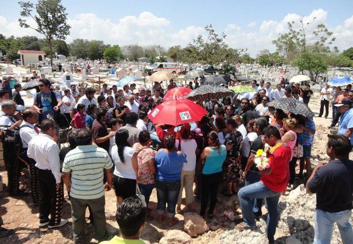 Dan el último adiós al regidor petista, Marco Antonio May Molina. (Foto: Paloma Wong/SIPSE)