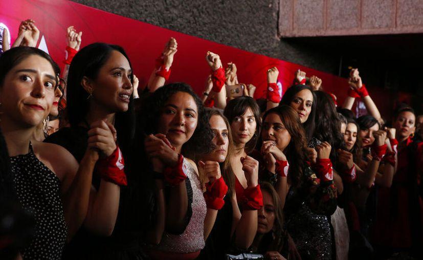 Durante la ceremonia varias ganadoras hicieron eco a la iniciativa. (AP Foto/Ginnette Riquelme)