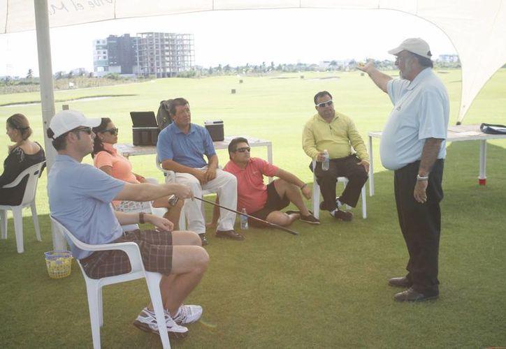 La Federación Mexicana de Campos de Golf imparte un curso de actualización. (Israel Leal/SIPSE)