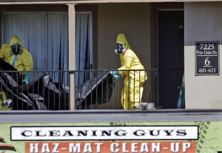 La OMS calcula que el ébola ha cobrado la vida de más de 3,400 personas, entre ellas una en Estados Unidos, cuya casa en Dallas es limpiada por personal especializado en agentes tóxicos. (AP)