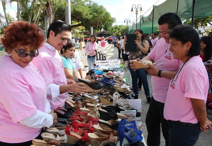 En la Feria de la Mujer de la CNOP se pueden encontrar productos diversos. (SIPSE)