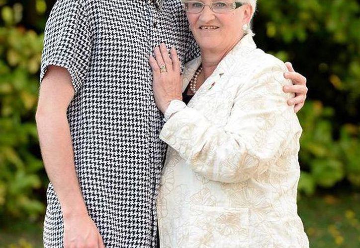 El único deseo de Freda Carter era escuchar los latidos del corazón de su hijo, el cual ahora esta en el cuerpo de Scott Rutherford.  (thesun.co.uk)