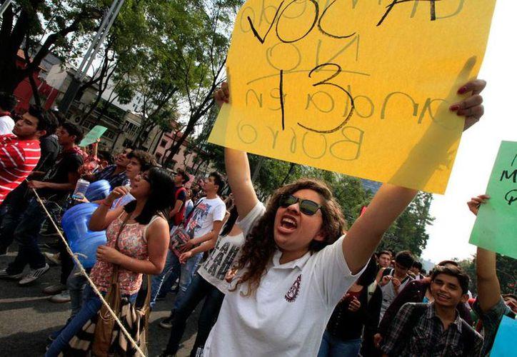 En la sexta mesa de diálogo de estudiantes y autoridades del Instituto Politécnico Nacional (IPN) llegaron a varios acuerdos por solucionar el conflicto. La imagen es de contexto y corresponde a una de las protestas de los alumnos. (Archivo/NTX)