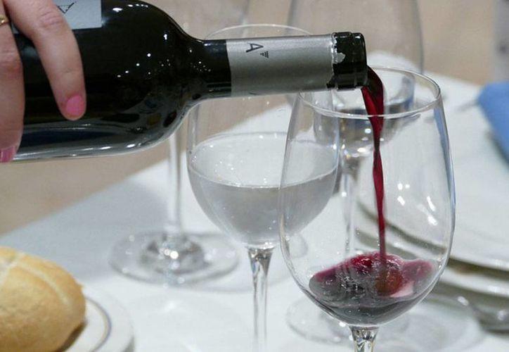 De acuerdo con cifras del Consejo Regulador de la Ribera del Duero, en España, unos 2 millones de mexicanos consumen regularmente vino. (riberadelduero.es)