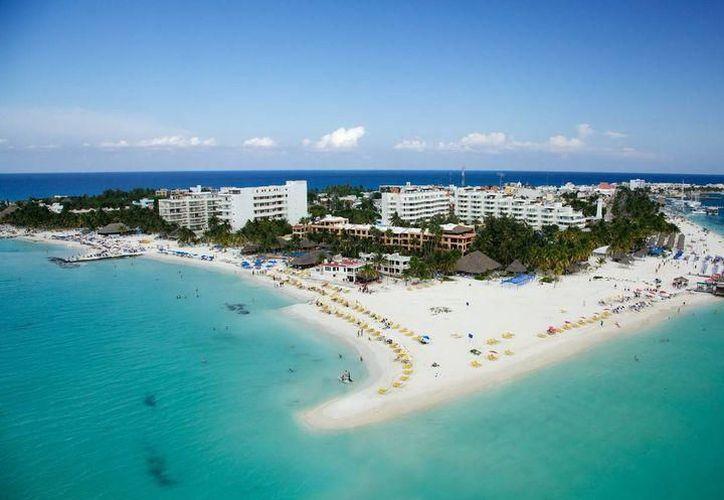 Turistas nacionales y extranjeros visitan los atractivos de la isla. (Redacción /SIPSE).