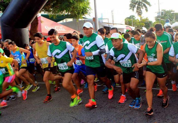 Es cada vez más común ver gente que se anima a correr en competencias, pero hacerlo sin previa consulta médica es riesgoso para la salud, advierten especialistas. (Milenio Novedades)