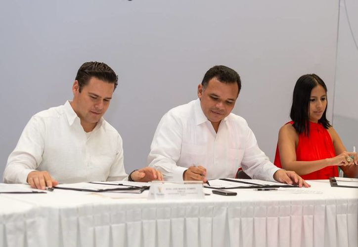 El gobernador Rolando Zapata (i) estará este miércoles en 3 municipios por cuestiones de trabajo. (SIPSE)