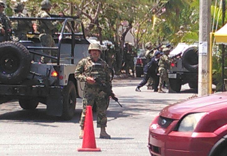 Personal de la Marina y del Ejército participan en las pesquisas. (Pedro Olive/SIPSE)