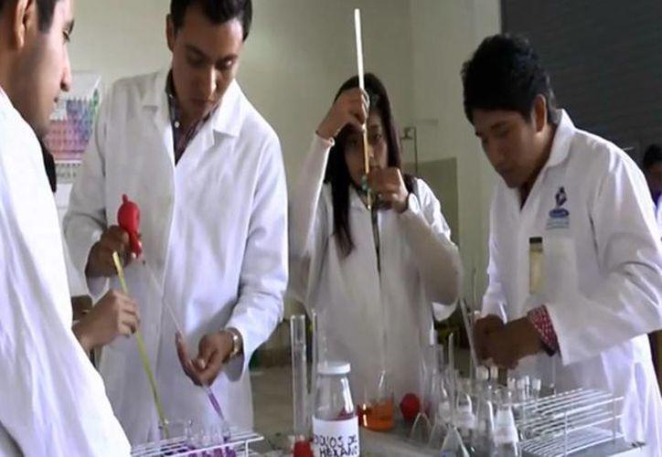 Estudiantes de Hidalgo 'convierten' el agua en gasolina