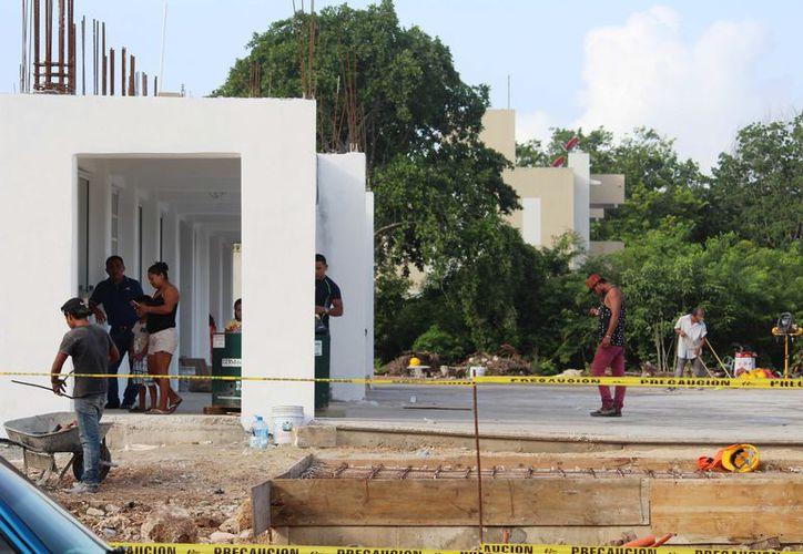 Un recinto está en el fraccionamiento Misión de las Flores y otro en Villas del Sol, ambos en obra negra.  (Octavio Martínez/SIPSE)