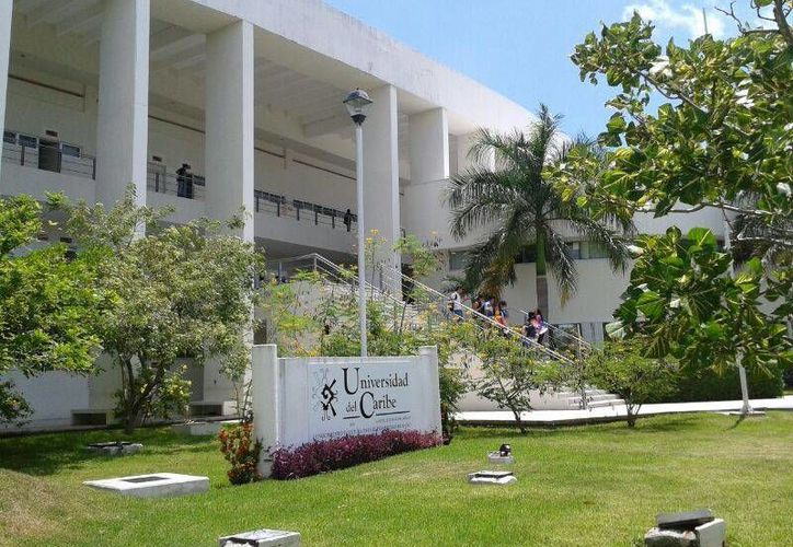 Los jóvenes son alumnos de la Universidad del Caribe. (Sergio Orozco/SIPSE)