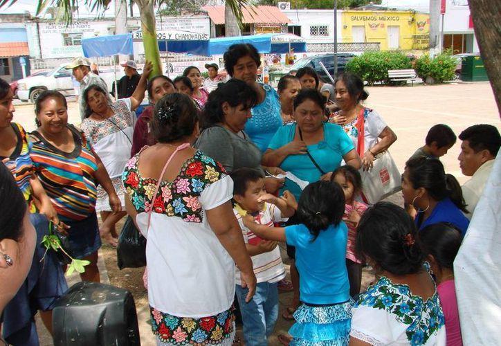 Actualmente funcionan plazas comunitarias de alfabetización en las poblaciones de Tepich, Tihosuco, Chunhuhub, Noh Be, X-Pichil, Laguna Kaná y la cabecera municipal de Felipe Carrillo Puerto.  (Manuel Salazar/SIPSE)