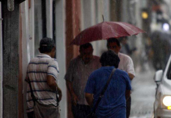La onda tropical 16 propició lluvias ayer en Mérida. (Christian Ayala/SIPSE)