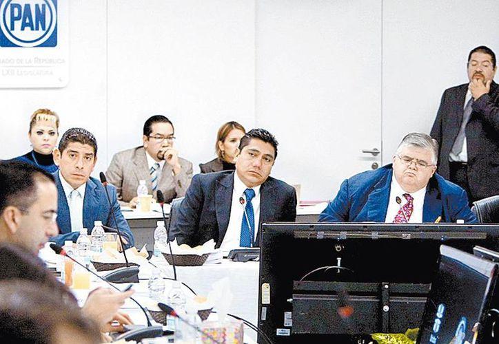 Agustín Carstens se reunió con legisladores del blanquiazul. (Milenio)
