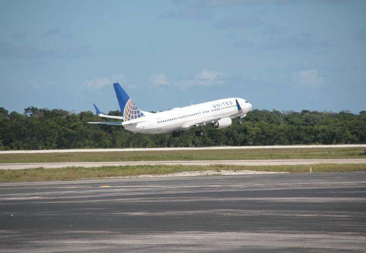 Arriban a la isla aviones con capacidad para 150 usuarios. (Julián Miranda/SIPSE)