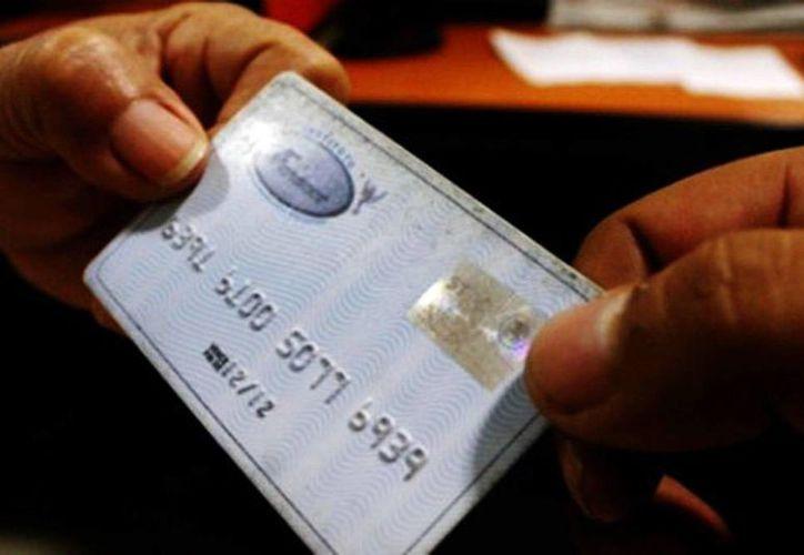 Para el uso de la tarjeta Infonacot Máster Card para el plazo de 24 meses, la tasa de interés normal es de 32.5 por ciento, pero la tasa con promoción será de 28 por ciento. (Milenio Novedades)