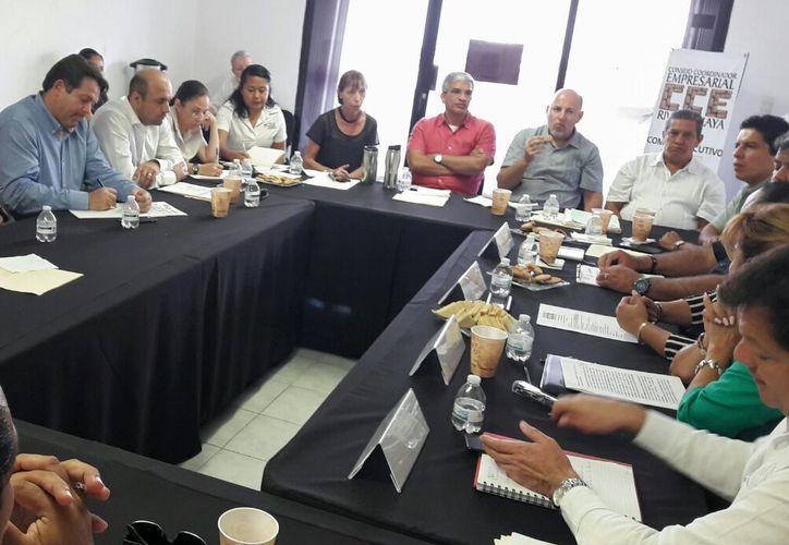 Las autoridades y empresarios participaron en una reunión privada. (Daniel Pacheco/SIPSE)