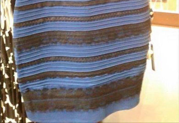 El ya 'famoso' vestido que 'cambia' de color, según quien lo mira. (swiked.tumblr.com)