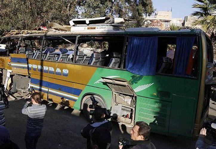 Mediante Twitter, el Frente Al Nusra, grupo asociado a Al Qaeda, se adjudicó el atentado del atacante suicida en Damasco. (Foto: Reuters)
