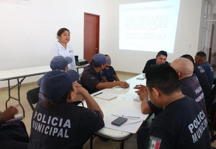 """Custodios tomaron el curso """"Sensibilización en Derechos Humanos"""". (Benjamín Pat/SIPSE)"""