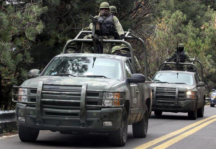 Las autoridades confiscaron armas largas, cargadores y cartuchos útiles de diferentes calibres. (Foto de contexto/Archivo/Notimex)