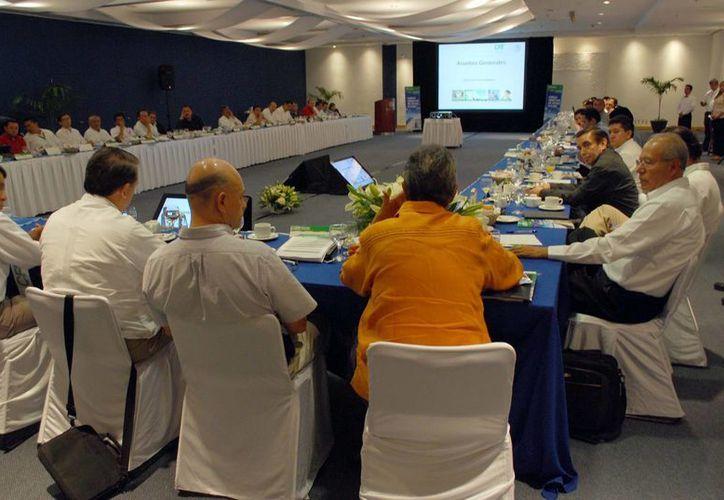 La reunión del Consejo Consultivo de la Comisión Federal de Electricidad en el Cancún Center. (Tomás Álvarez/SIPSE)