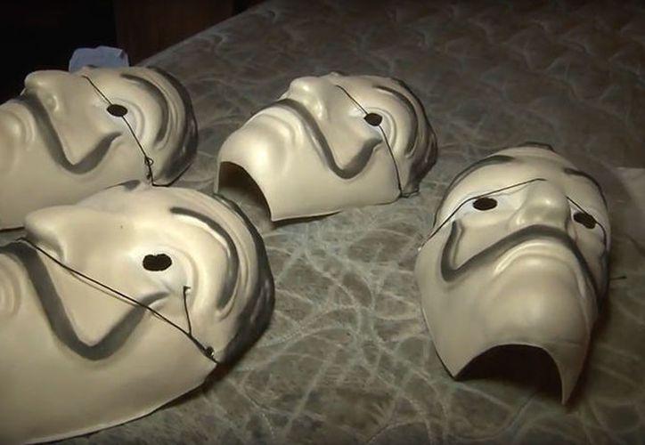 A los detenidos les incautaron máscaras similares a las que utilizara, en una serie española de televisión. (Foto: RT)