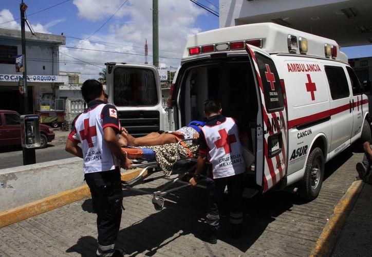 El personal de la Cruz Roja y voluntarios responden de manera inmediata a las llamadas que se registran por accidentes, lesiones a causa de agresiones, e incluso, enfermedades. (Tomás Álvarez/SIPSE)