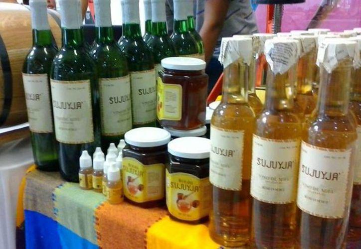 Productores locales venderán su vino y licor de miel  a una empresa de la Ciudad de México. (Javier Ortiz/SIPSE)