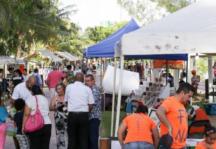 En esta ocasión la feria artesanal se llevó a cabo en el Jardín del Arte, únicamente el día 13.  (Redacción/SIPSE)