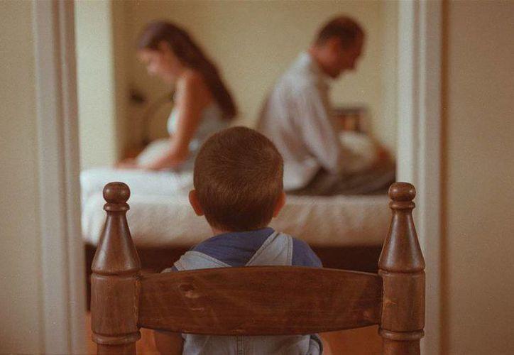 Muchas veces los  niños suelen ser utilizados por uno de los padres como armas para herir o destrozar al cónyuge. (elobservador.com.uy)