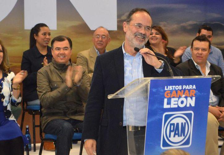 El ex dirigente nacional del PAN, Gustavo Madero, perdió los estribos e insulto a Miguel Barborsa por  medio de Twitter. (Archivo/Notimex)