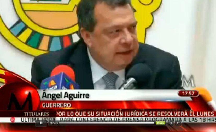 Captura de pantalla de Milenio Televisión, del momento en que Ángel Aguirre Rivero anuncia su salida del Gobierno de Guerrero, el jueves 23 de octubre de 2014. (www.milenio)