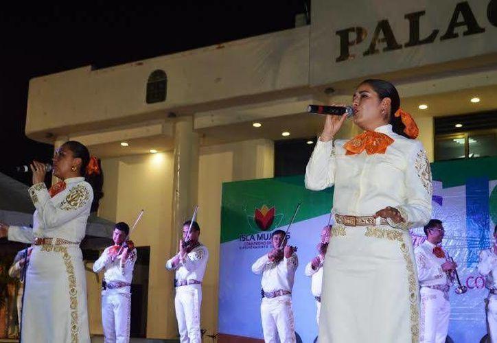El día de ayer el Mariachi acudió a la celebración del aniversario de Isla Mujeres. (Redacción/SIPSE)
