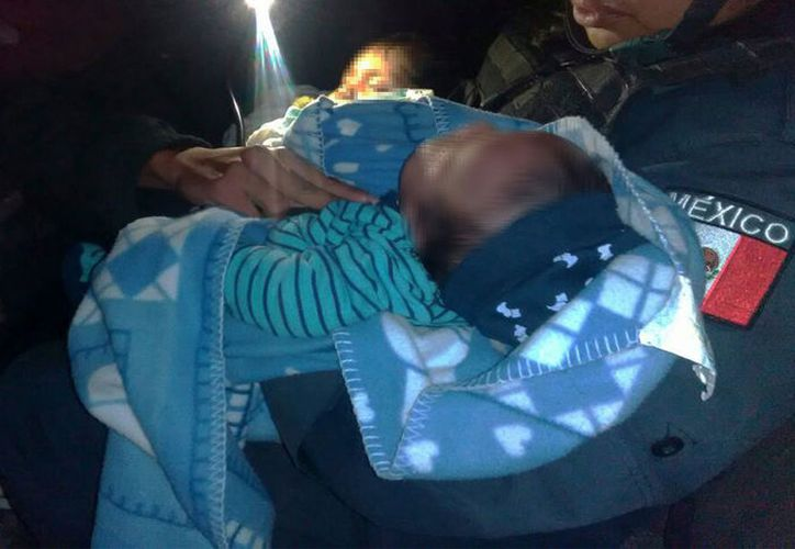 Una niña de 2 años y un niño de 5 meses, fueron resguardados por elementos de la Policía Estatal. (Foto: Cuadrante Azul)