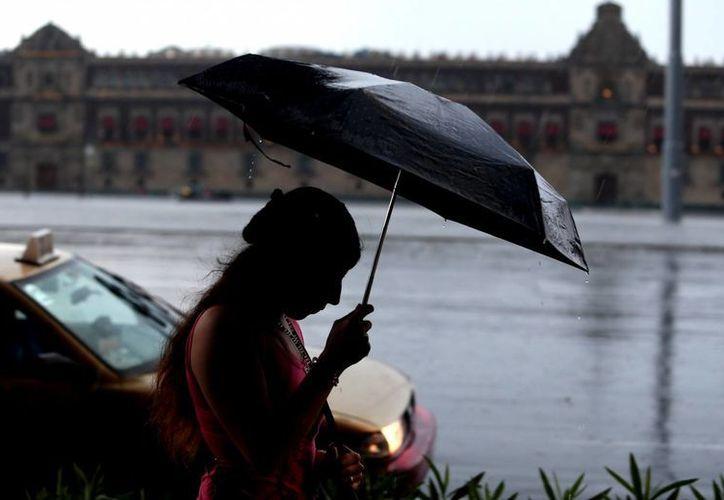 Los estados del centro del país registrarán lluvias fuertes debido a la influencia del frente frío número 45. (Notimex)