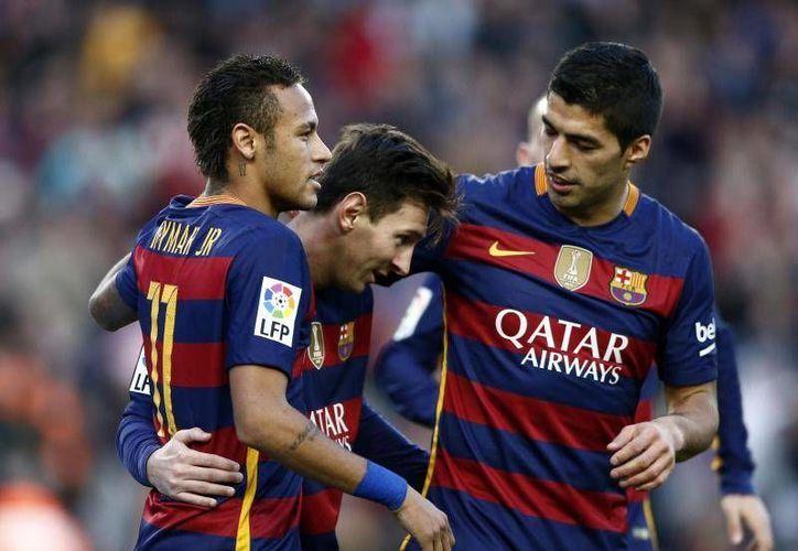El trío 'MSN' ha superado la barra de los 100 tantos esta temporada y el pasado miércoles volvió a ser decisivo, con un gol cada uno, en la victoria 3-1 sobre el Arsenal, que clasificó a los azulgranas para los cuartos de final de la Liga de Campeones. (Archivo AP)