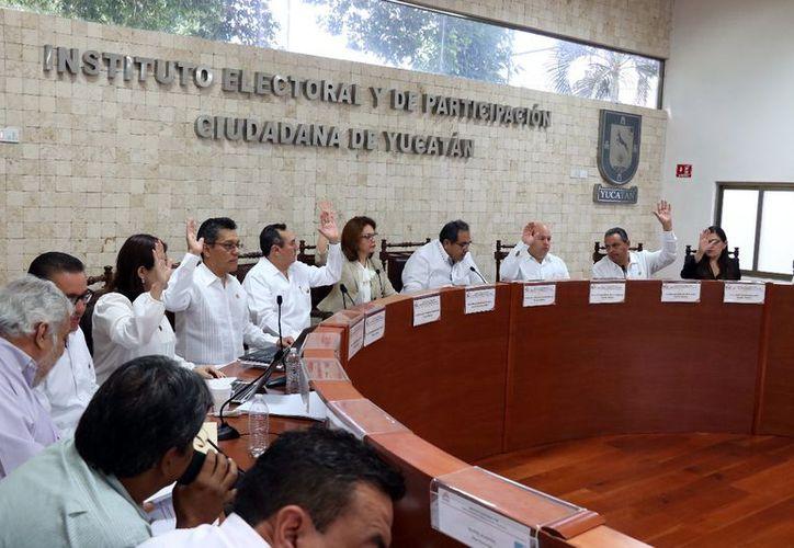 El Consejo General del Iepac entregó 10 constancias de diputados locales por la vía plurinominal. (Milenio Novedades)