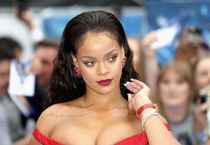 Después de lanzarse como diseñadora y su línea de maquillaje, Rihanna incursionará en el ámbito político. (Foto: Día a Día News)