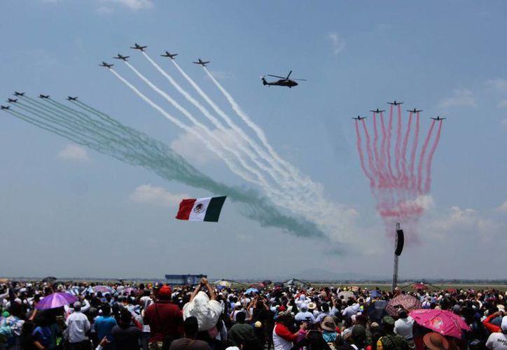 Más de 289 mil personas presenciaron este sábado el evento aéreo 'Estamos Contigo, Nuestra causa es México' organizado por la Sedena. (Notimex)