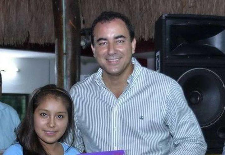 El titular de la SEyC, José Alberto Alonso Ovando, visitó a los jóvenes de la Casa del Estudiante de Chetumal. (Redacción/SIPSE)