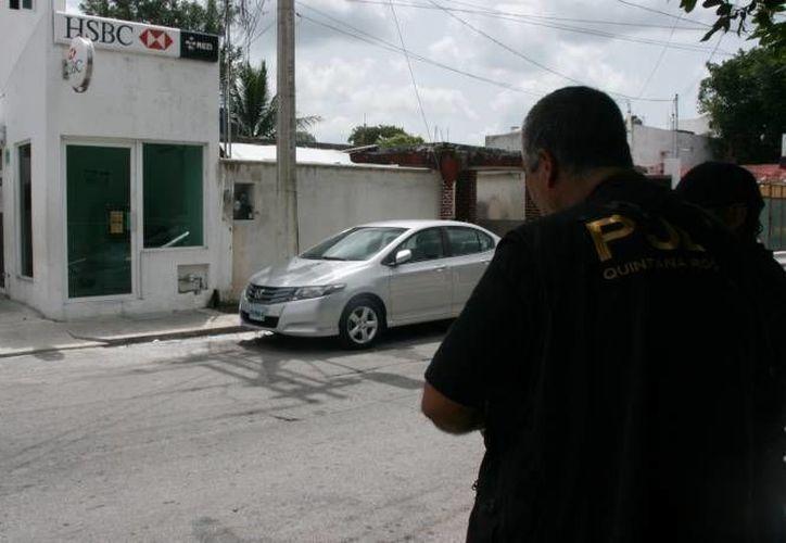 Mediante un operativo fue atrapada una banda de defraudadores. (Eric Galindo/SIPSE)